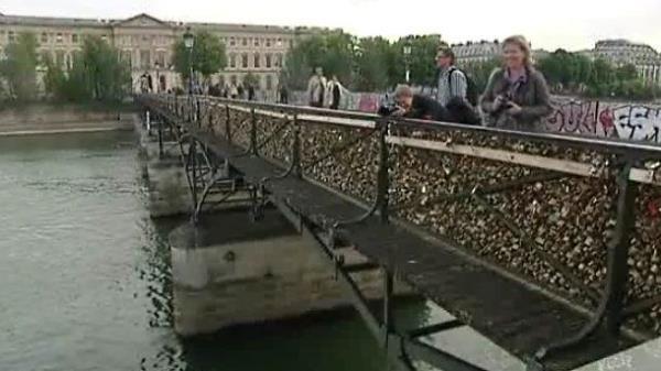 ljubavni most u parizu